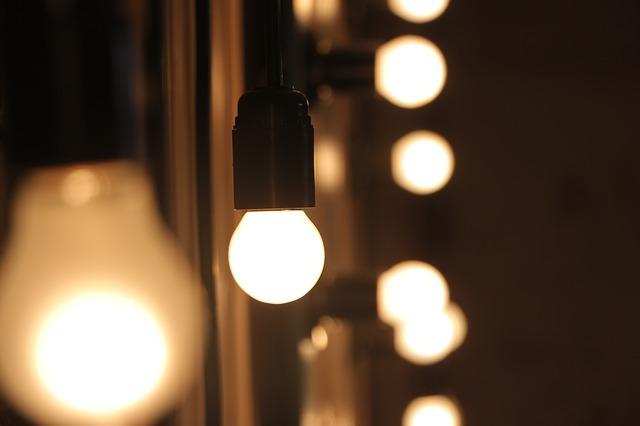 žárovky v objímkách