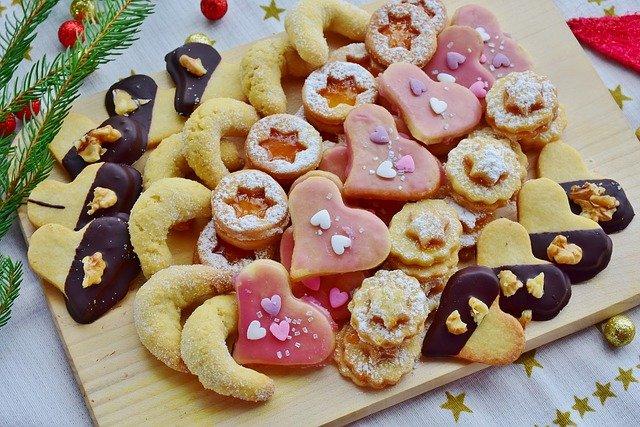 vánoční cukroví na prkénku