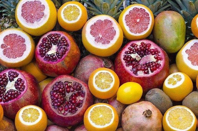 různé druhy citrusů