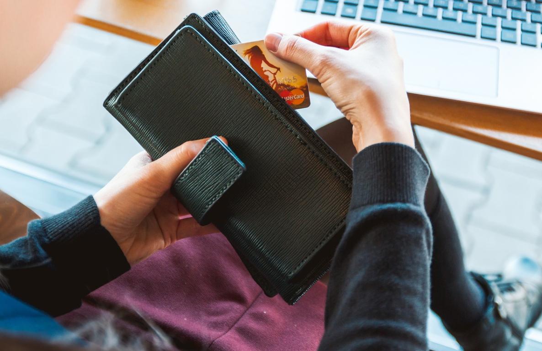 peněženka a karta
